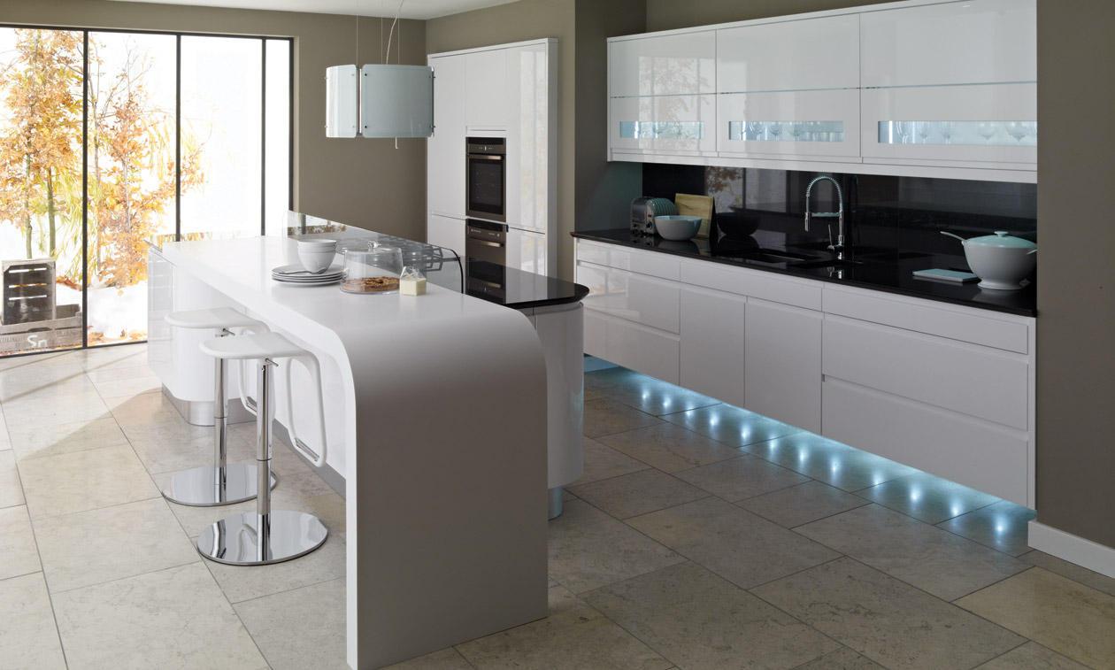 Фото белых глянцевых кухонь