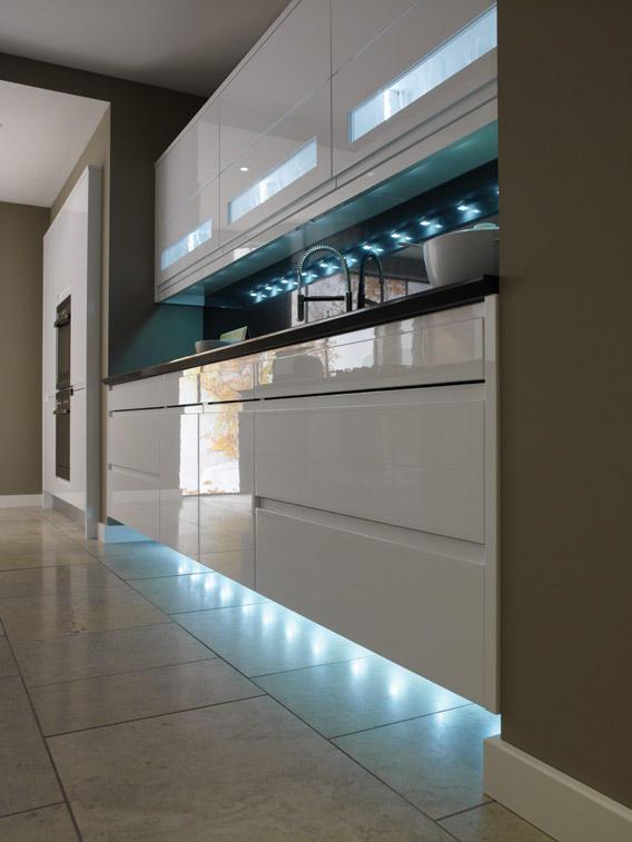 кухня белая современная классика фото